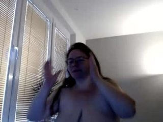 Webcam Belle - sweetboobs85h amateur cam mature with big tits enjoys hot live sex on the camera