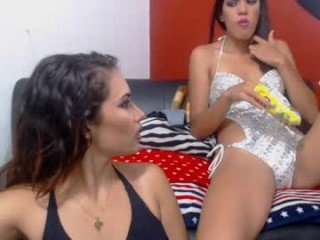 Webcam Belle - reinaycailin horny cam babe with sexy little ass gets spread by dildo