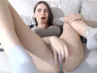Webcam Belle - aryll cam girl gets her shaved pussy filled with hot cum