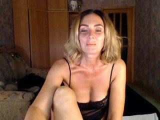 Webcam Belle - your_woman amateur cam mature with big tits enjoys hot live sex on the camera