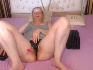 Webcam Belle - fantasy_lilla cam mature with hairy pussy enjoys hot live sex on camera