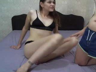 Webcam Belle - amycream slim cam chick with small tits loves to flash during her live sex session