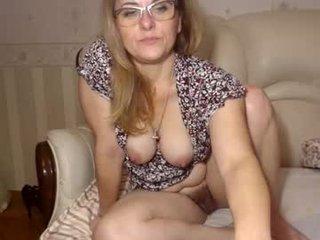 Webcam Belle - marinalady spanish cam babe rubs her hairy pussy nice on camera