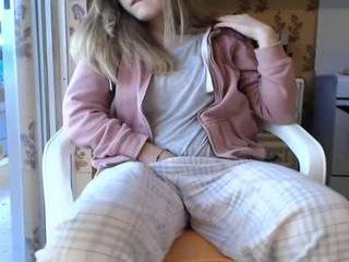 Webcam Belle - bestgirl_ofthe_neighborhood cam girl with big tits gets her tight pussy stretched out hard