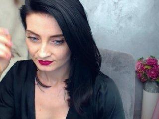 Webcam Belle - katedolly elegant cam girl in a revealing bra online