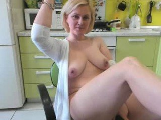 Webcam Belle - xxx_cristy_xxx blonde milf cam whore is really good in sucking and fucking