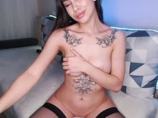 Webcam Belle - ohsarah_ brunette cam girl with big tits gets her pussy fucked from behind