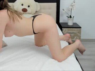 Webcam Belle - iamdeedee cam girl with big tits wants gets anal fucked from behind