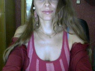 Webcam Belle - ritella european cam babe rubs her smooth pussy till she cums