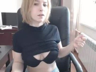 Webcam Belle - tinkissa cam girl showing big tits and big ass
