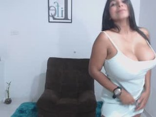 Webcam Belle - caterinezapata big tits spanish cam babe loves fucking on camera