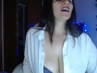 Webcam Belle - majoboobs_ french cam milf with nice titties loves fucking her boyfriend