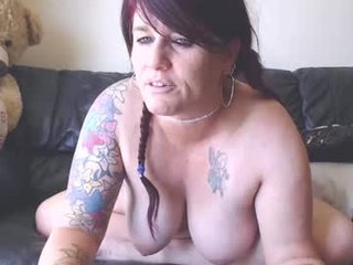 Webcam Belle - sweetdebbiepie ohmibod live show with cam milf in the chatroom