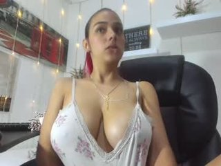 Webcam Belle - sharon_lewwis nude cam babe loves shows all her hairy cunt on camera