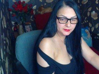 Webcam Belle - ladycrissyx amateur cam mature with big tits enjoys hot live sex on the camera