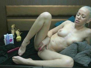 Webcam Belle - haleymoonx cam girl loves her sweet pussy penetrated hard