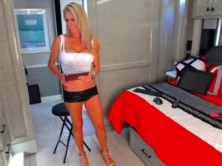 Webcam Belle - swingintourist amateur cam mature with big tits enjoys hot live sex on the camera