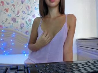 Webcam Belle - amaya_lee slim cam chick with small tits loves to flash during her live sex session