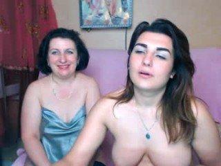 Webcam Belle - dirty_faamily pregnant cam milf enjoys her body on camera
