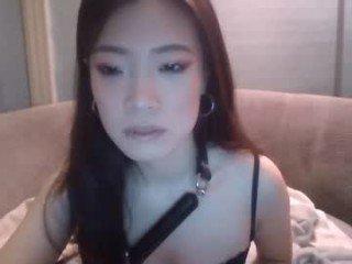 Webcam Belle - miss6ixxx elegant cam girl in a revealing bra online