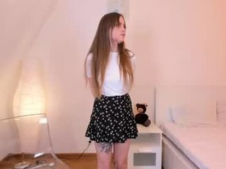 Webcam Belle - scarlett_sageee cam girl loves her sweet pussy penetrated hard