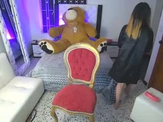 Webcam Belle - pamela_hunterr_ lesbian cam babe showing off online and playing with her pussy