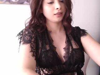 Webcam Belle - its_vana depraved brunette cam girl presents her pussy sodomized