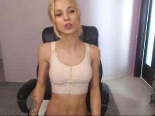 Webcam Belle - crazzygirll cam girl showing big tits and big ass