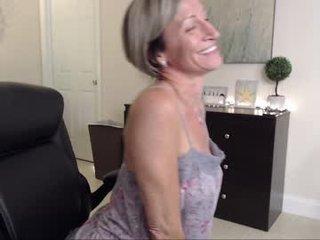 Webcam Belle - ms_jojo amateur cam mature with big tits enjoys hot live sex on the camera