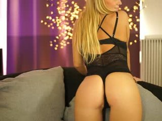Webcam Belle - misskreazy blonde cam girl with big boobs teaching how to have sex