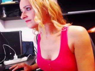 Webcam Belle - xxxcoriaxx european cam babe rubs her smooth pussy till she cums