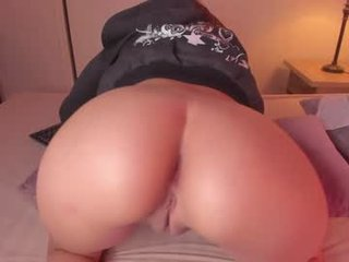 Webcam Belle - sweet_skiinny spanish cam babe wants her asshole humped on camera