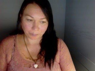 Webcam Belle - yvettesensory elegant cam girl in a revealing bra online