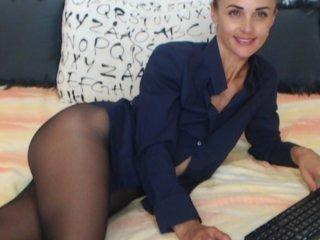 Webcam Belle - tanialoren cam girl loves when her shaved pussy gets kiss online