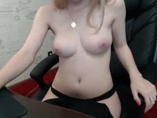 Webcam Belle - barby03 slim cam babe is glad to offer her cunt for dirty live sex