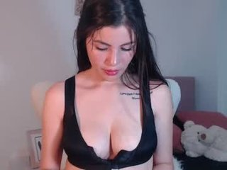 Webcam Belle - paulita_love12 cam girl with big tits lets the huge dick deep inside her pussy