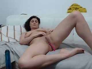 Webcam Belle - jadore_able82 it's a tragedy, a shaved pussy this beautiful with no one to bang it online