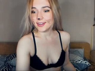Webcam Belle - boooooom_ slim cam babe is glad to offer her cunt for dirty live sex