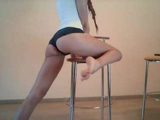 Webcam Belle - sofia703 elegant cam girl in a revealing bra online