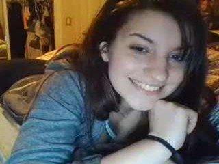 Webcam Belle - queenjewels elegant cam girl in a revealing bra online