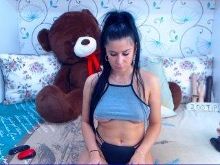 Webcam Belle - spicybrunnete elegant cam girl in a revealing bra online