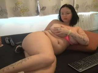 Webcam Belle - alexie33 big tits cam babe gets an amazing pussy massage