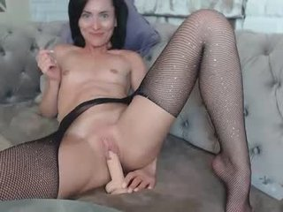 Webcam Belle - clara_bendover small tits cam girl loves rubs her shaved piss-hole on camera