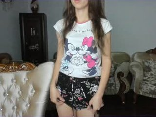 Webcam Belle - inwardly_beautyy beautiful cam girl gets hot cum over her face